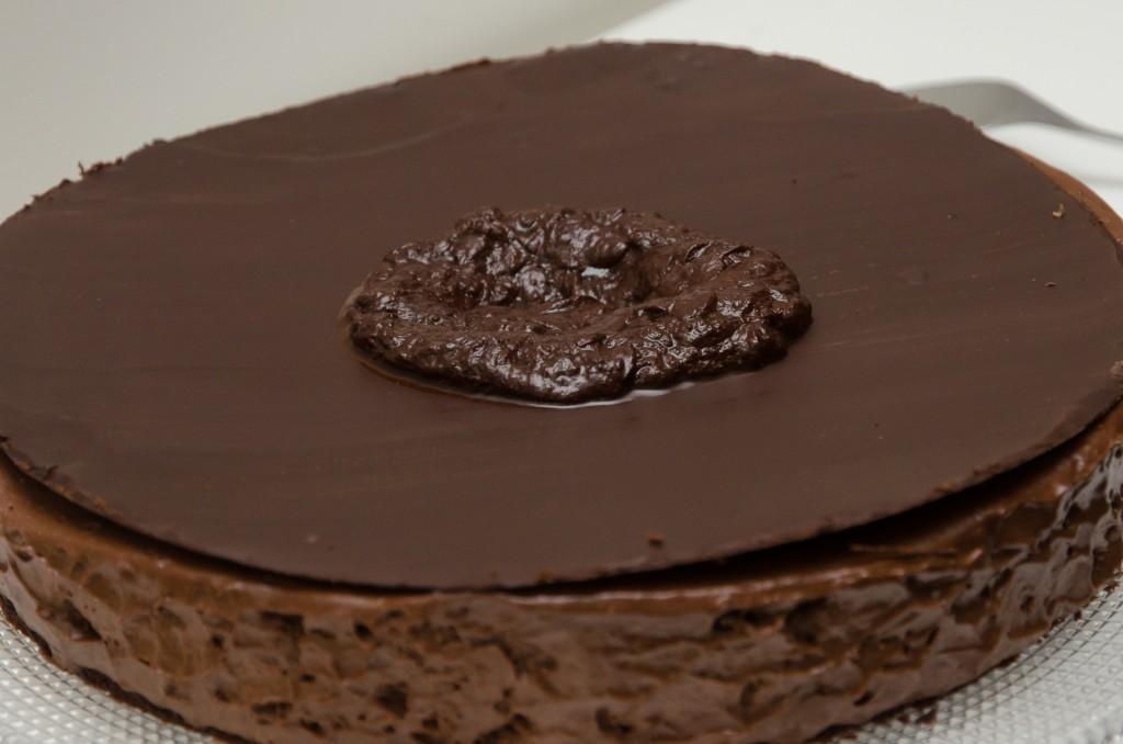 Kahdeksan tekstuurin suklaakakku